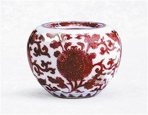 釉里红花卉纹苹果尊鉴赏