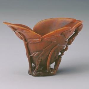 镂雕秋葵叶纹玉兰花形犀角杯