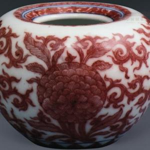 釉里红团花纹苹果尊