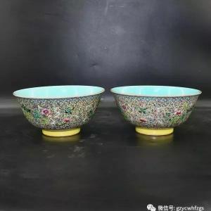 绿松石地珐琅彩缠枝莲纹碗