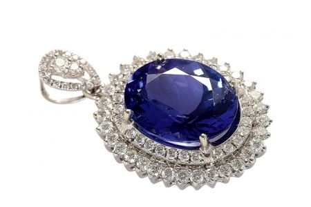 坦桑石的收藏价值高吗 和蓝宝石的区别有哪些